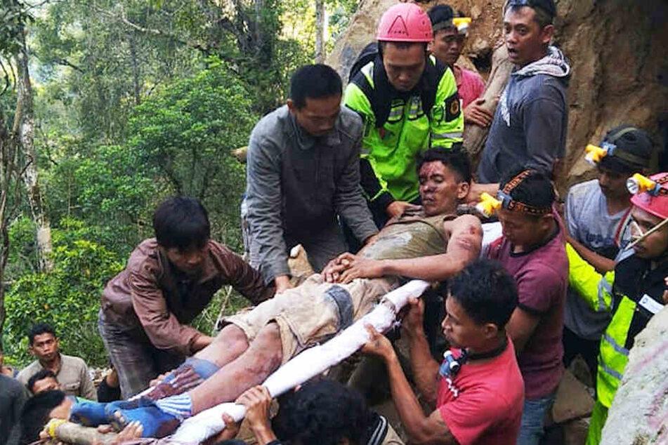 14 Goldgräber konnten aus der eingestürzten Mine gerettet werden, 45 werden noch vermisst.