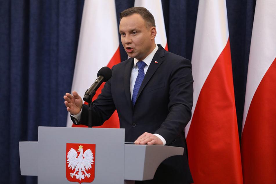 Trotz internationaler Proteste hat der polnische Präsident am 6. Februar 2018 angekündigt, er werde das umstrittene Holocaust-Gesetz unterschreiben.