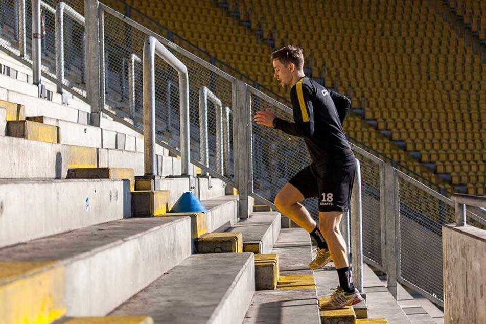 Den K-Block rauf und runter: Für Jannik Müller geht es Schritt für Schritt vorwärts. Morgen, so hofft er, kann er nach zwei Monaten Pause wieder mit der Mannschaft trainieren.