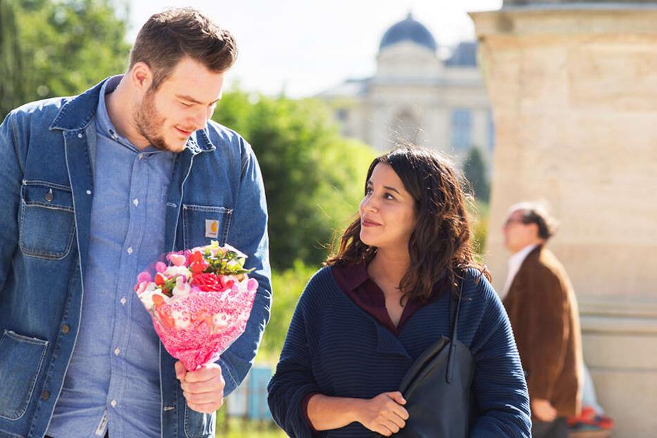 Logopädin Jeanne (r., Leila Bekhti) wird von Krankenpfleger Vincent Houbloup (Igor Gotesman) umworben.