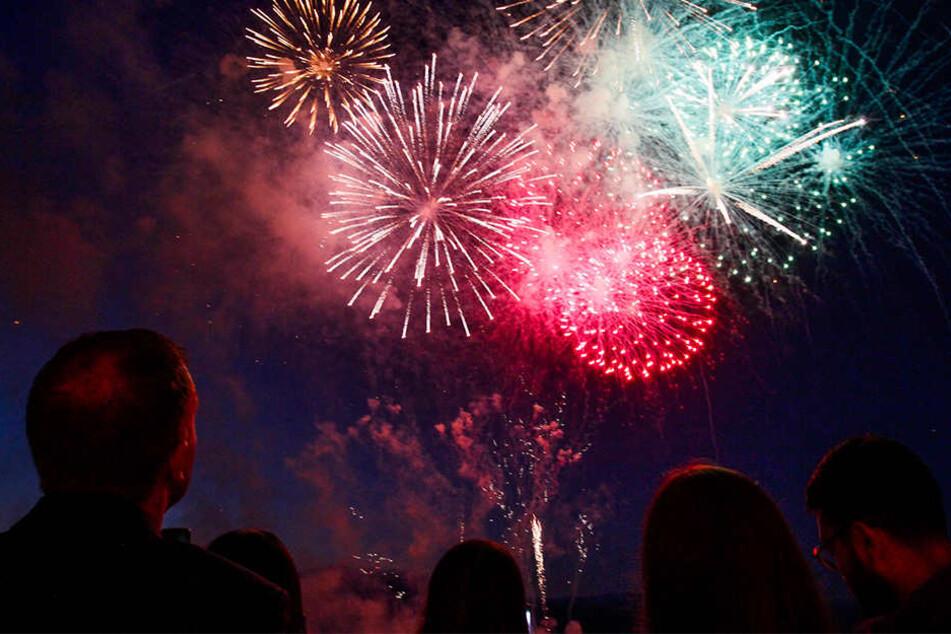 Jedes Jahr zur Silvesternacht blicken tausende in den Himmel auf das bunte Spektakel.