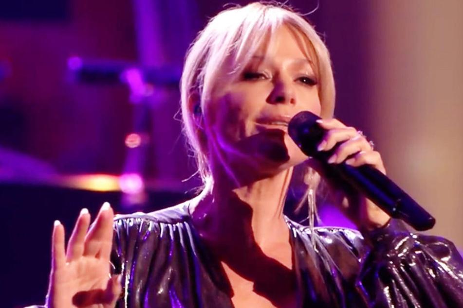 """Michelle (46) sang gemeinsam mit Helene Fischer den Song von Peter Maffay """"So bist Du."""" Dann wurde sie im Netz heftig beschimpft."""