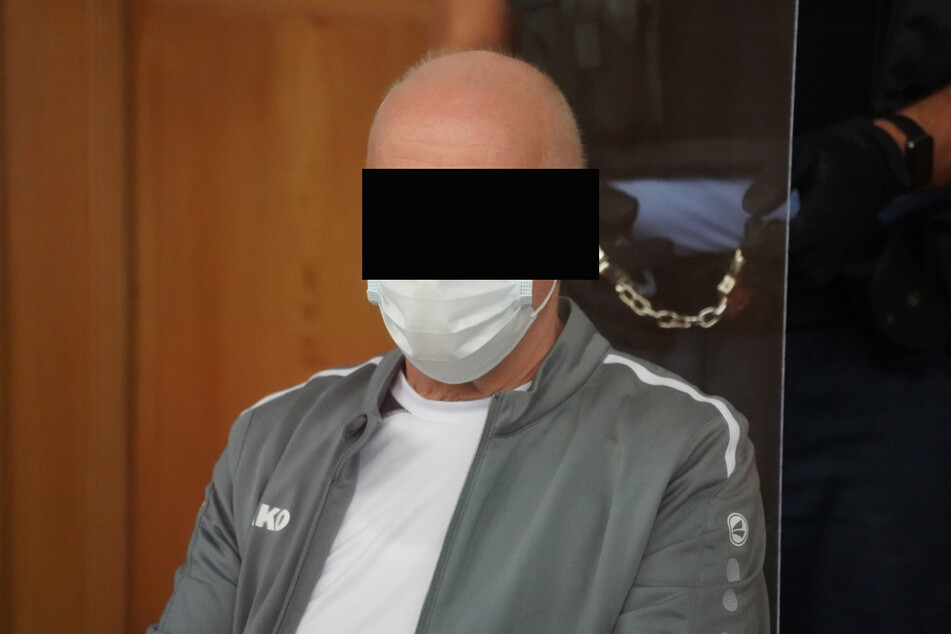 Aggressiver Nachbar: Siegfried L. (62) sitzt nun auf der Anklagebank.