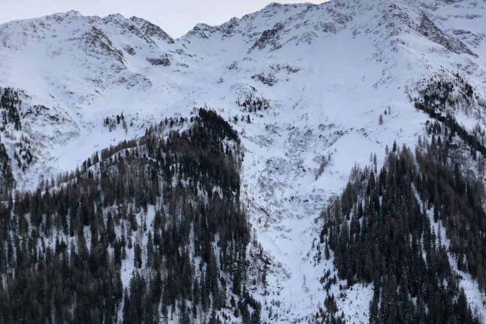 Österreich: Lawine geht in Tirol ab: Mindestens eine Person verschüttet | Welt