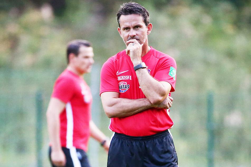 Auf Dirk Schuster und den FC Erzgebirge Aue wartet am Sonntag mit Holstein Kiel ein schwerer Auswärtsbrocken.