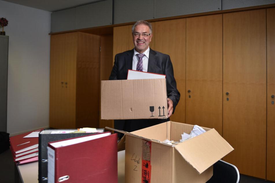Auch Klaus Bartl (68, Linke) hat die Kisten gepackt und ist dann mal weg.