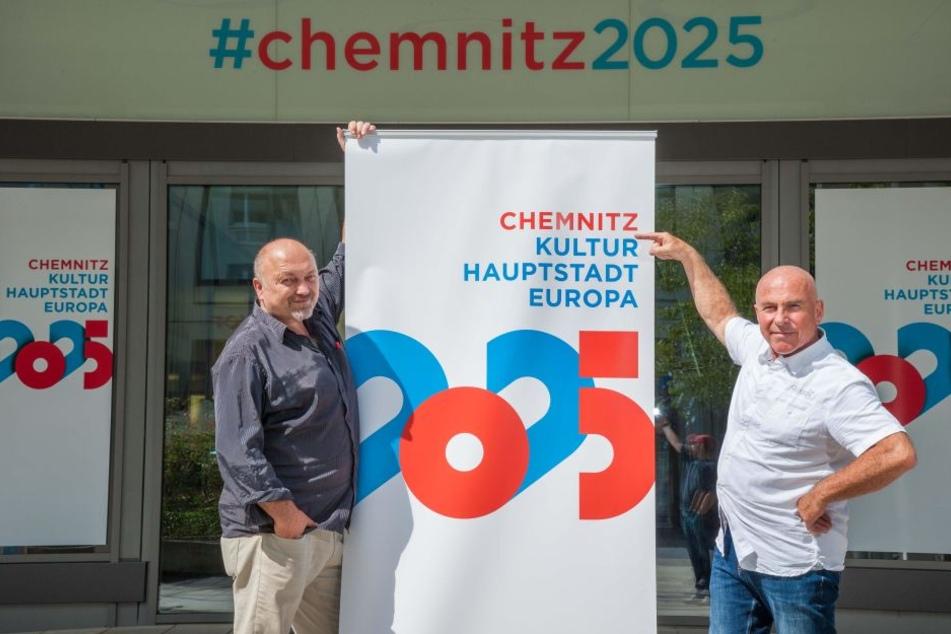 Der Wiener Theatermacher Stephan Rabl (52, l.) und der Straßburger Regisseur Philippe Arlaud (69) sollen Chemnitz europäische Flügel verleihen.
