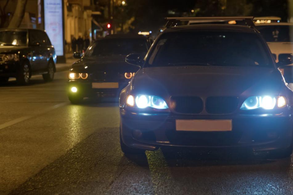 Polizei zieht Raser bei illegalem Straßenrennen aus dem Verkehr