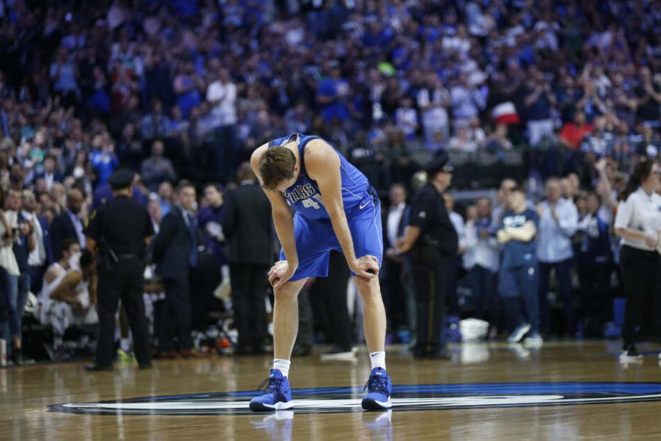 Überwältigt von seinen Emotionen: Dirk Nowitzki bei seinem letztem Heimspiel für die Dallas Mavericks.