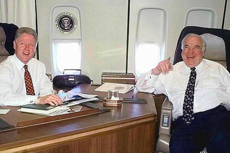 Mit US-Präsident Bill Clinton bei einem gemeinsamen Flug 1998 in der Air Force-One.