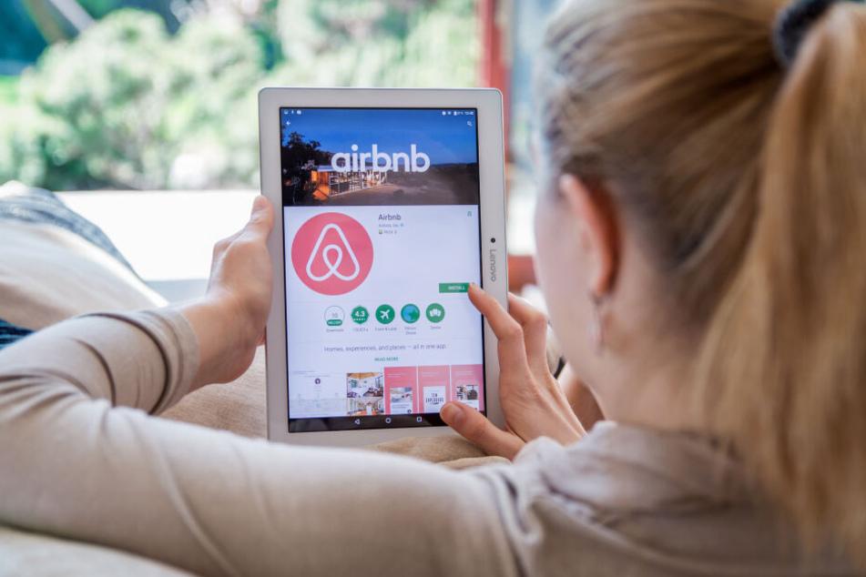 Ferienwohnungen lassen sich auf Internet-Plattformen wie Airbnb teurer vermieten. (Symbolbild)
