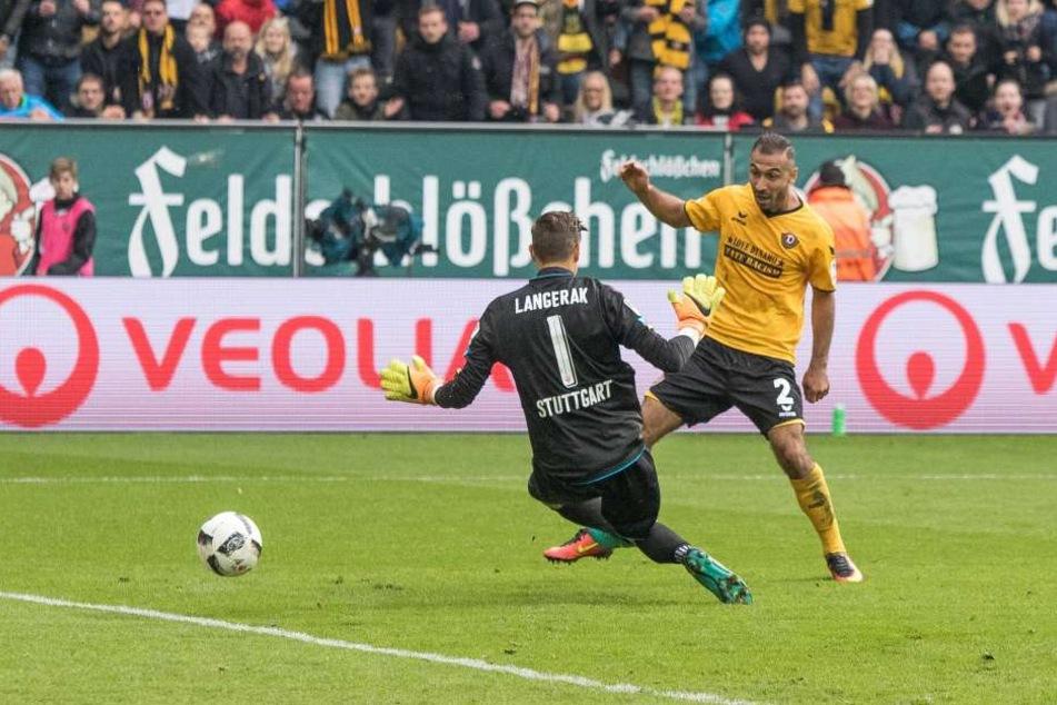 Die Vorentscheidung: Akaki Gogia (r.) überwindet VfB-Keeper Mitch Langerak zum 3:0 für Dynamo.