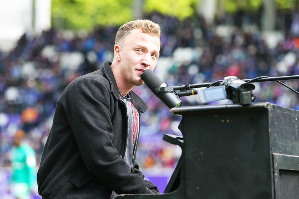 Gast-Star Joris legte am Klavier los ...