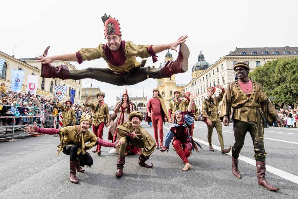 Traditioneller Trachtenumzug zur Wiesn: 9000 Trachtler ziehen durch München