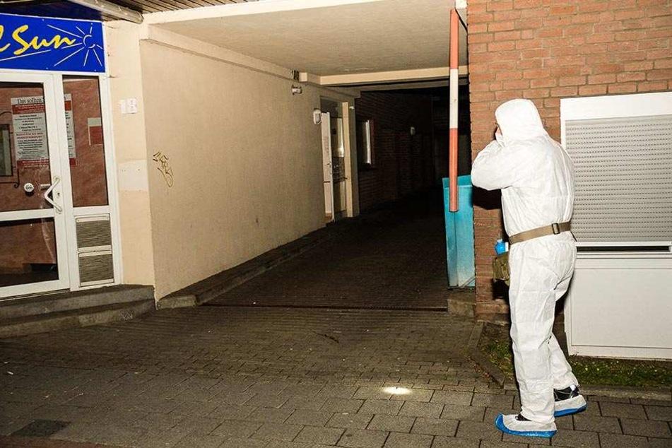 In der Wohnung wurden zwei Kinder (fünf und acht Jahre) und der Ehemann tot aufgefunden.