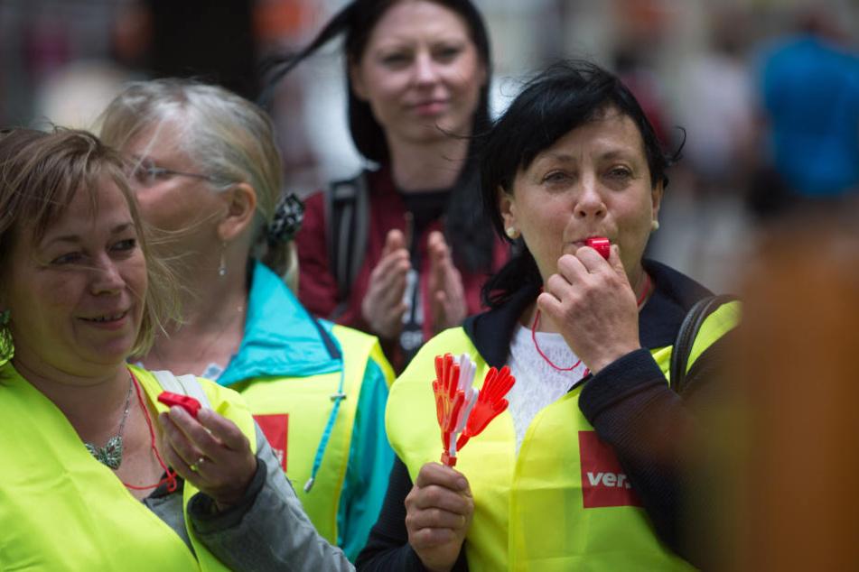 Mit Streiks und Aktionen will die Gewerkschaft Verdi auf ihre Forderungen für die Beschäftigten des Einzel- und Versandhandels aufmerksam machen.