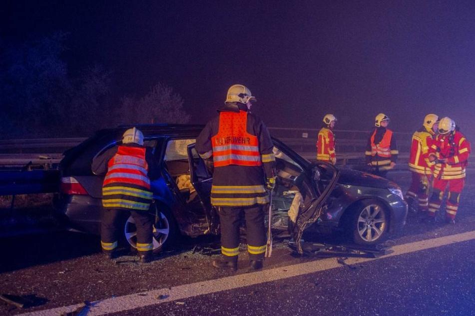 """Bereits in den frühen Morgenstunden kam es zu dem Unfall und wie durch ein Wunder wurden die Fahrer """"nur"""" leicht verletzt."""