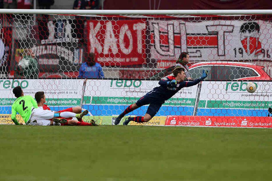 So führte der CFC 1:0! Jamil Dem überwand RWE-Keeper Philipp Klewin.