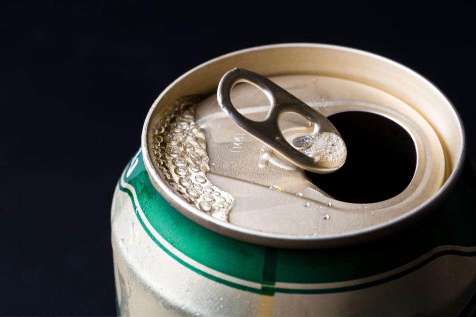 Eine Dose Bier ließ der 36-Jährige mitgehen. (Symbolbild)