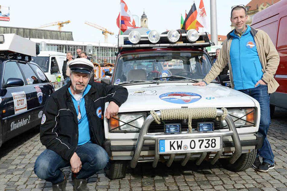 Am Samstag startet die Rallye nach Gambia: Fahrer Claudius Gebhard aus Mittenwalde  (l.) und Roland Gerhardt aus Berlin sind dabei!