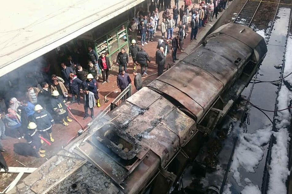 Zug entgleist in Hauptbahnhof und fängt Feuer: Mehrere Menschen sterben