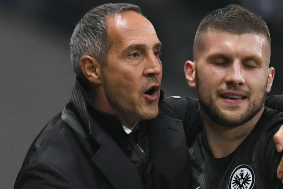 Adi Hütter in regen Austausch mit seinem Stürmer-Star.
