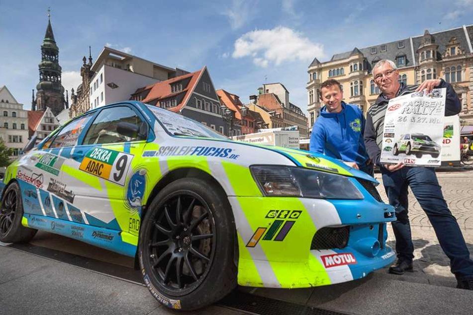 Rallyeleiter Michael Görlich (64, r.) freut sich zusammen mit Mitsubishi-Pilot Peter Corazza (46) auf die 13. Sachsen-Rallye in Zwickau.