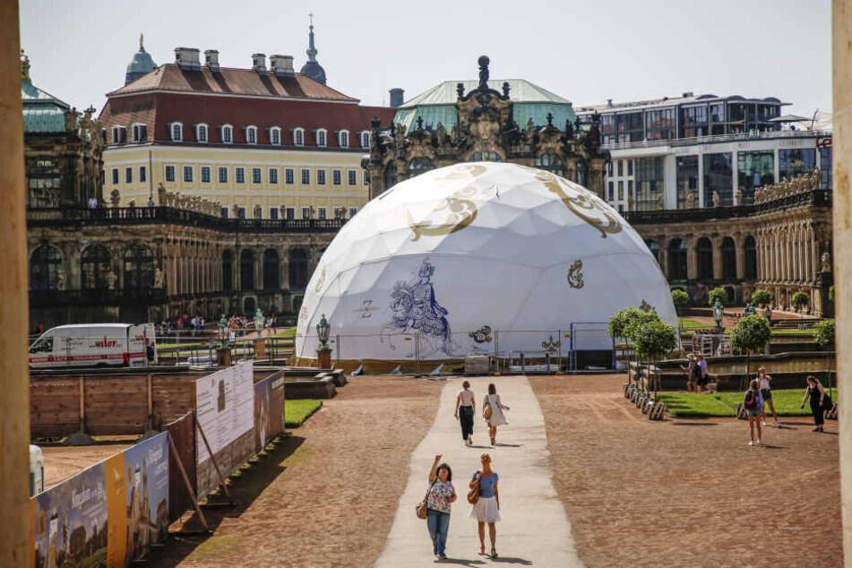 Dresden: Was macht denn dieses Iglu im Zwinger?