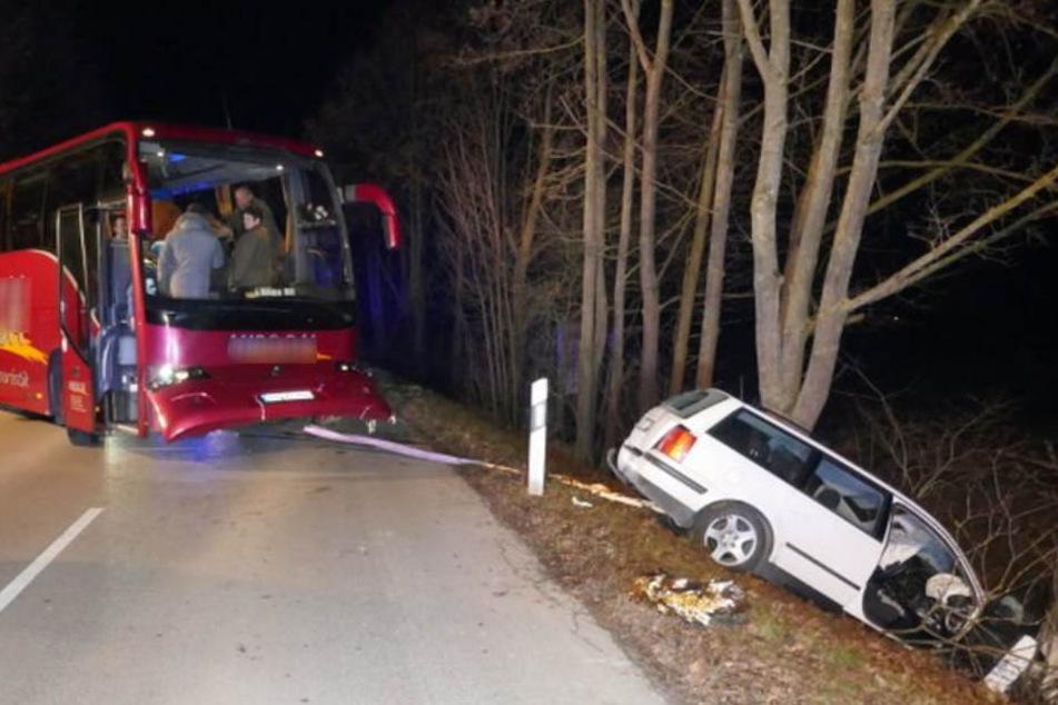 Der 20-jährige Autofahrer wurde schwer verletzt.