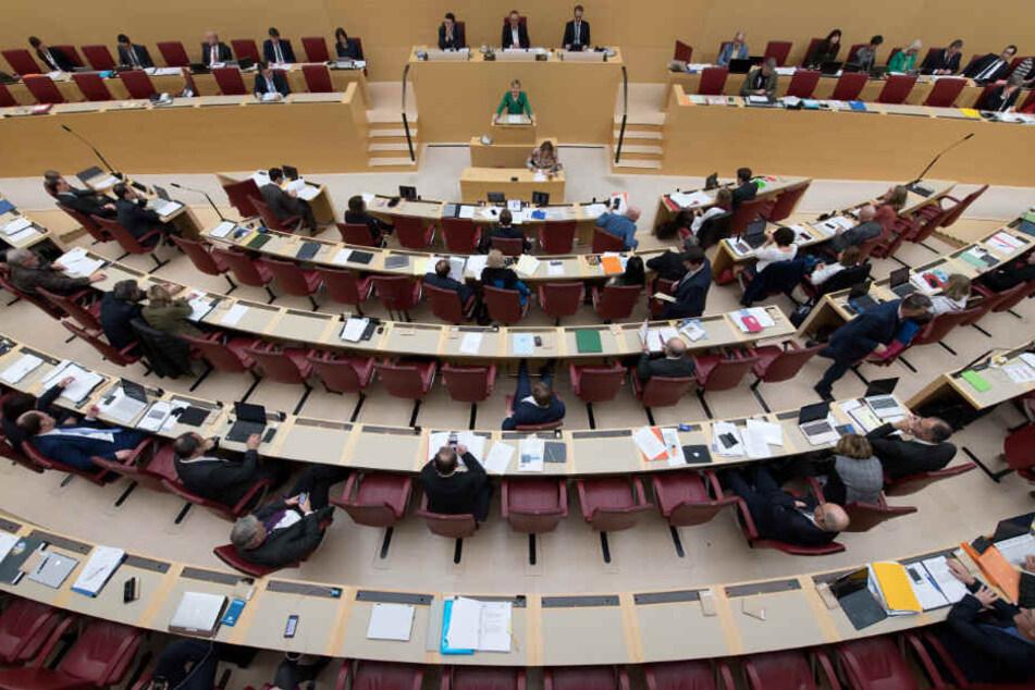 Der Landtag in Bayern beschäftigt sich am Mittwoch mit zwei wichtigen Themen.