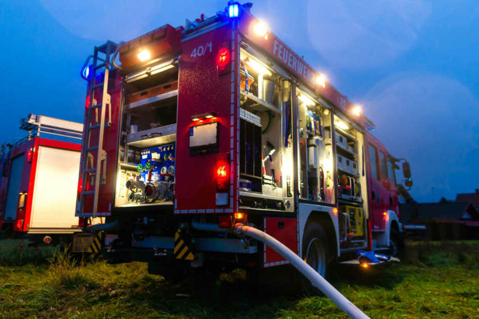 Die Feuerwehrleute löschten den Brand. (Symbolbild)