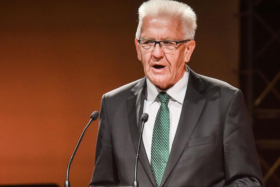 Baden-Württembergs Ministerpräsident Winfried Kretschmann (71, Grüne) ist beim Produktionsstart im Porsche-Stammwerk in Zuffenhausen mit dabei. (Archivbild)