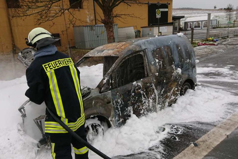 An dem Caddy konnte die Feuerwehr nichts mehr retten.