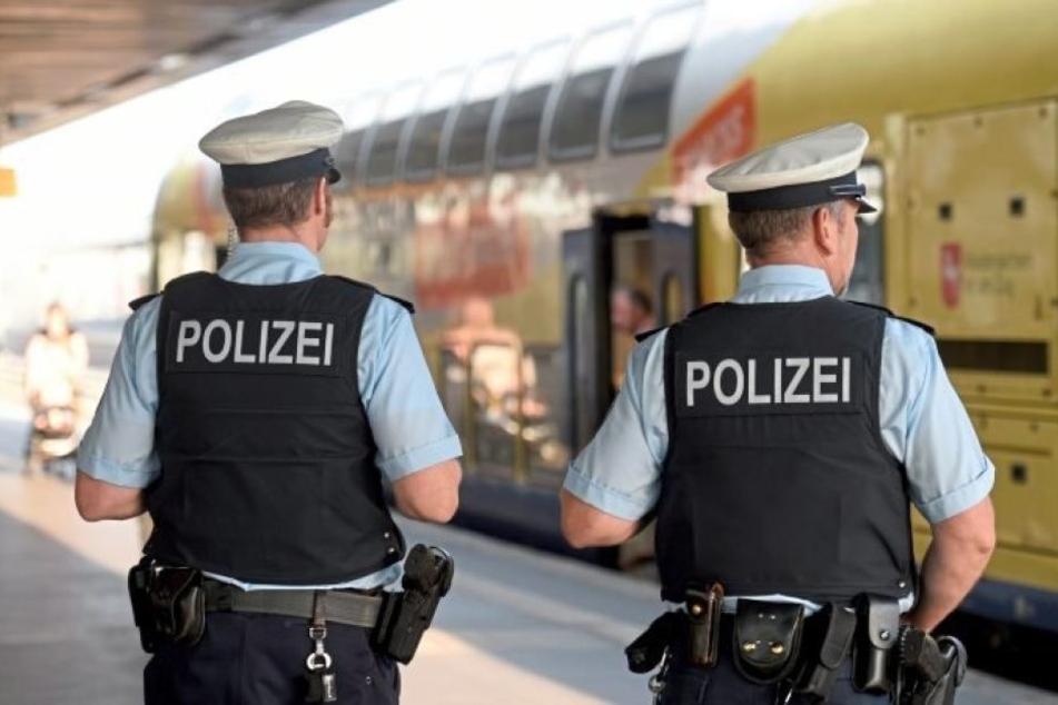 Am Bahnhof wartete die Polizei schon auf den Mann. (Symbolbild)