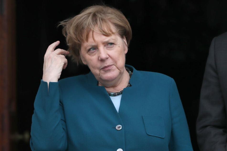 """Angela Merkel (64) hatte Böhmermanns Schmähgedicht nach Angaben des Regierungssprechers 2016 """"bewusst verletzend"""" genannt."""