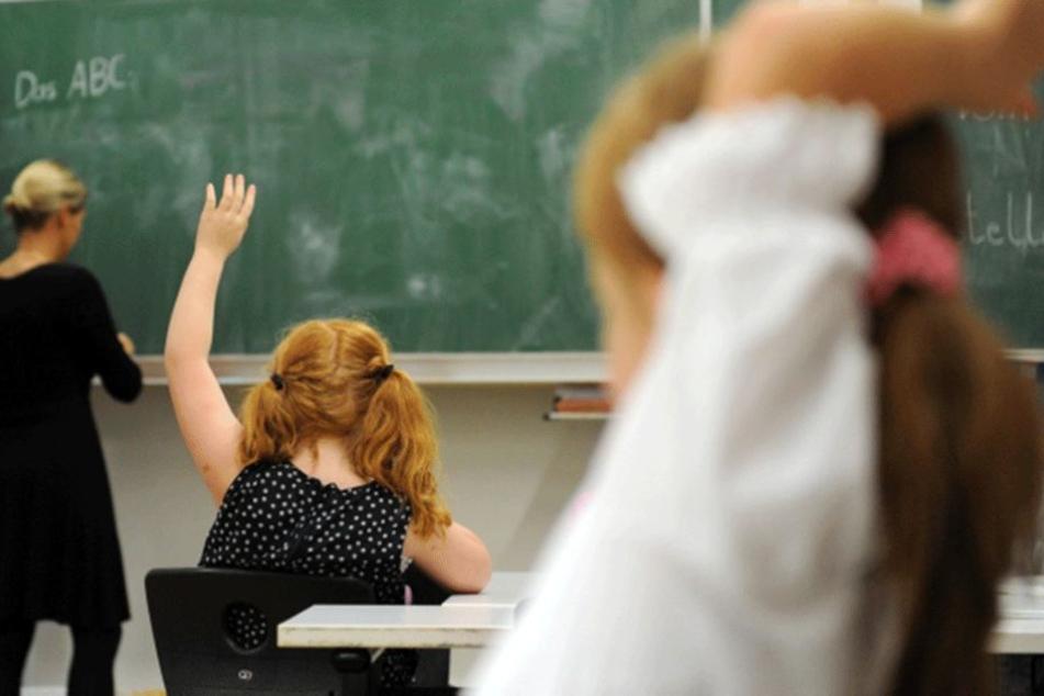 Vor allem an Grundschulen gibt es zu weniger Lehrer.