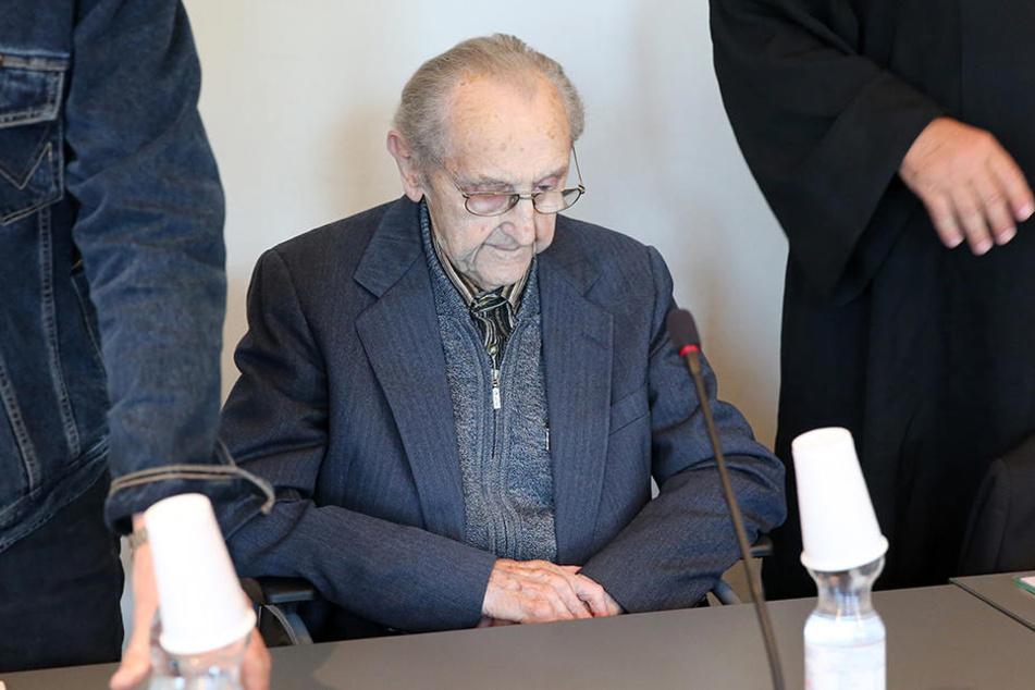 Hubert Z. (97) auf der Anklagebank des Landgerichts Neubrandenburg.
