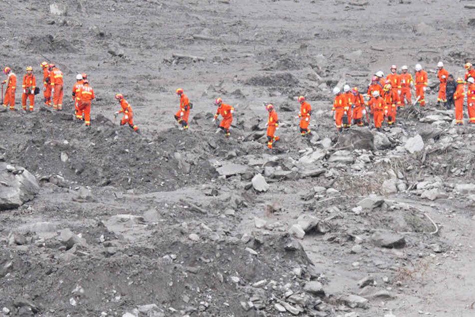 Sechs Tote und 20 Vermisste nach heftigem Erdrutsch