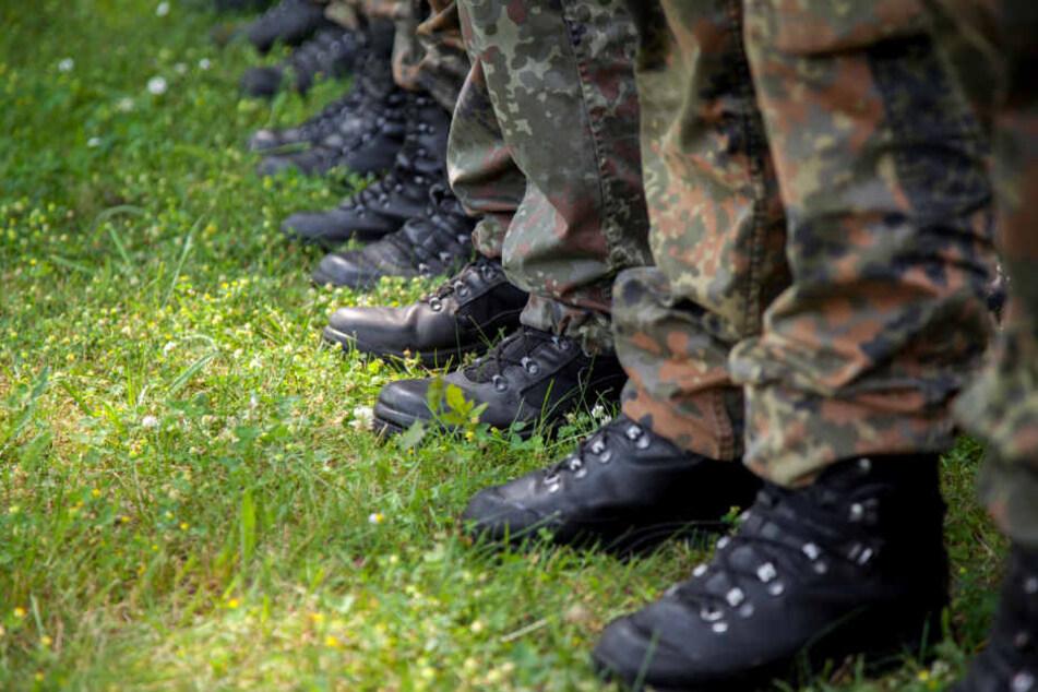 230 Soldaten schickt die Augustdorfer Kaserne zum Schutz der NATO.