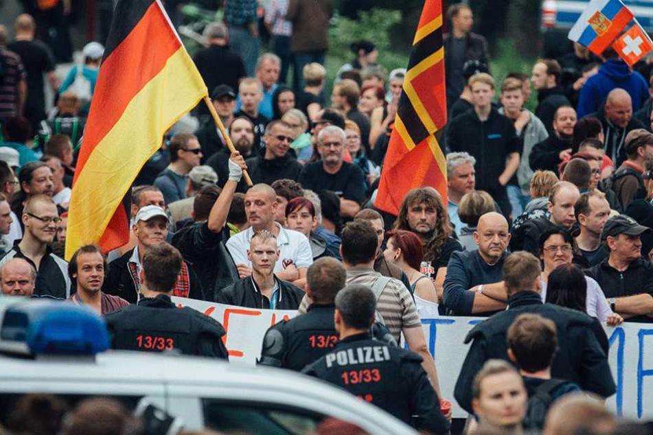 Demonstration gegen eine Flüchtlingsunterkunft in Freital. Im Osten ist die Ablehnung von Flüchtlingen insgesamt deutlich höher, als in Westdeutschland.