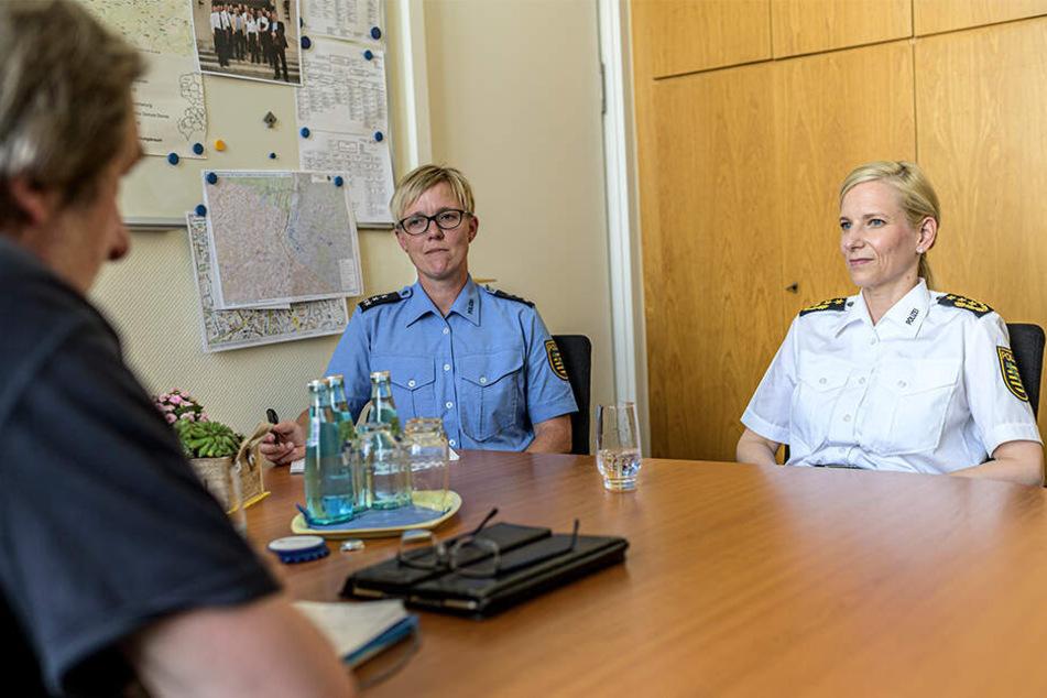 TAG24-Redakteur Bernd Rippert (59) sprach mit Sonja Penzel (r.) und Polizeisprecherin Jana Ulbricht (42) über Kriminalität in Chemnitz.