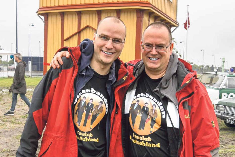 Paul Wenzel (31, l.) und Steffen Paatz (46) aus Leipzig haben das Haus  gemeinsam mit dänischen Fans und vielen Helfern gerettet.