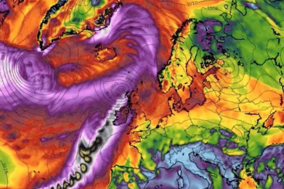 """Im Kern erreicht """"Orphelia"""" über dem Atlantik eine Böen-Geschwindigkeit von 200 km/h."""
