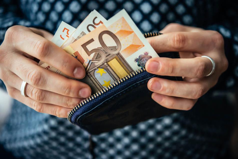 Knapp 200.000 Euro soll sich die Frau selber eingesteckt haben. (Symbolbild)