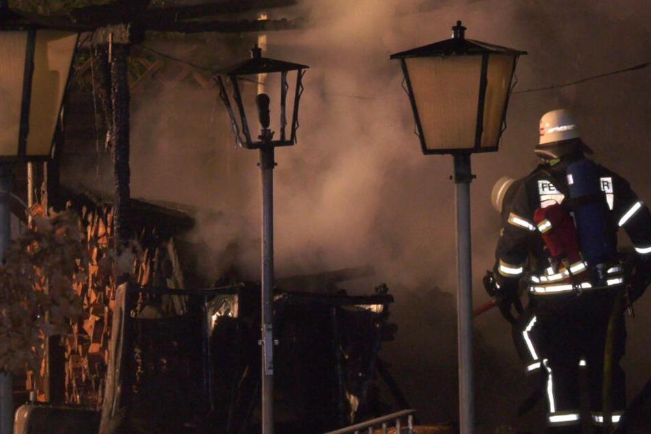 Großeinsatz der Feuerwehr im Odenwald: Gartenhütten-Brand sorgt für enormen Schaden