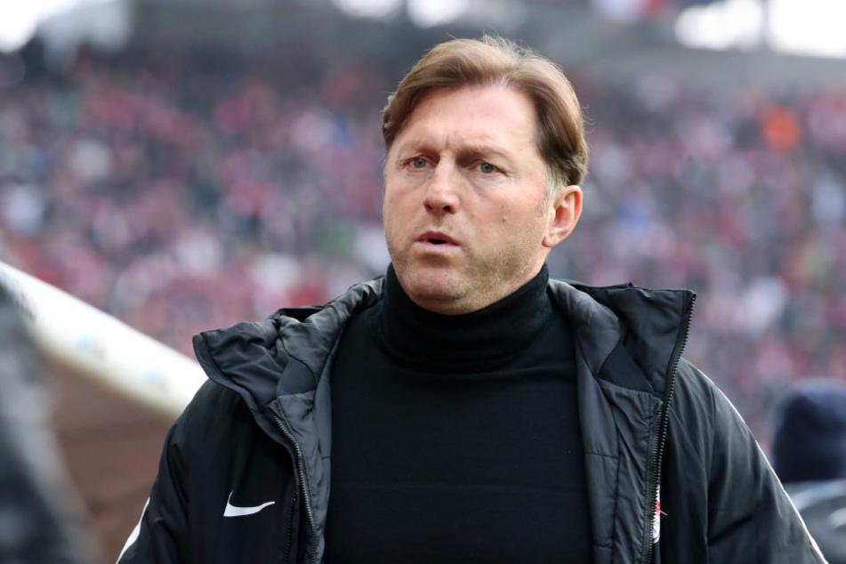 Not amused über die Schiedsrichterleistung! RB Leipzigs Trainer Ralph Hasenhüttl ärgerte sich über das aus seiner Sicht irreguläre Gegentor.