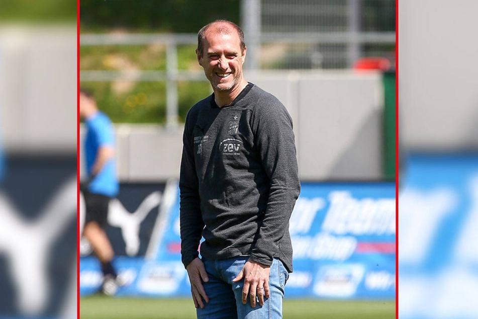 FSV-Coach Joe Enochs freut sich auf die Zusammenarbeit mit Neuzugang Marius Hauptmann.