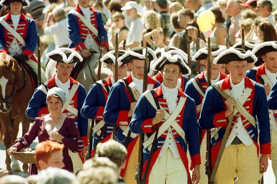 Zuletzt gastierte der Tag der Sachsen 1999 in Riesa - hier der Festumzug zum Abschluss.