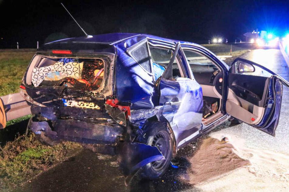 Die Frau wurde in ihrem Wagen eingeklemmt und starb noch an der Unfallstelle.