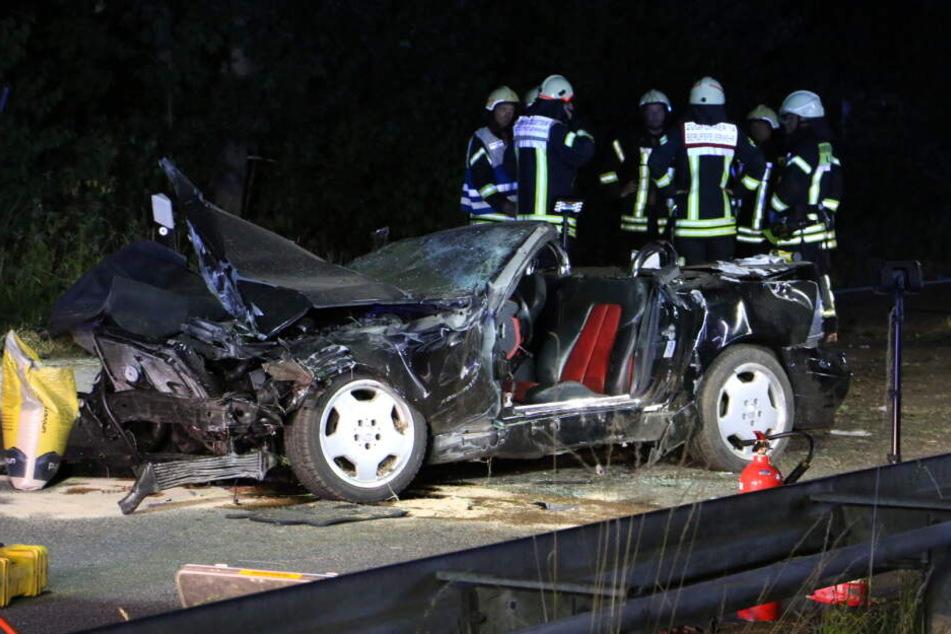 Beim einscheren hat der Fahrer (18) die Kontrolle über den Sportwagen verloren.